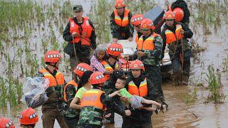 Çin'in güneyinde fırtına ve sel en az 49 can aldı, 14 kişi kayıp