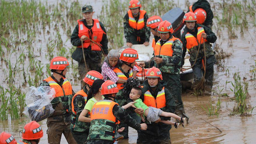 الصين تعلن مقتل العشرات وإجلاء الآلاف جراء الفيضانات جنوب ووسط البلاد