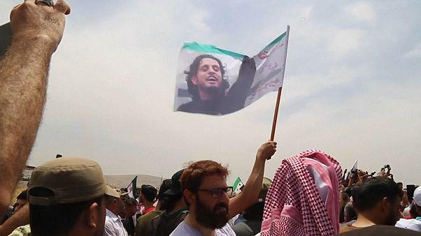 وداع با پیکر دروازهبانی که «آوازخوان انقلاب» سوریه شد