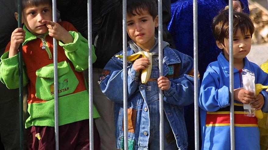 Suriye'deki Kürtler, ailesi IŞİD'li olan 12 çocuğu Fransa'ya teslim etti