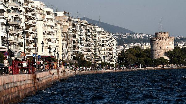Selanik'te Türk diplomatların aracı kundaklandı