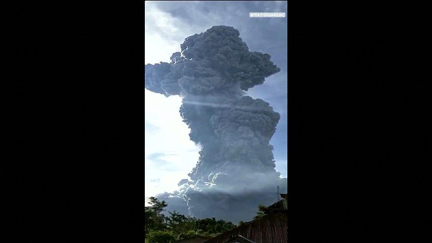 آتشفشان سینابونگ اندونزی؛ فوران خاکستر و دود به ارتفاع ۷ کیلومتر
