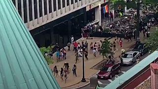 وحشت و فرار جمعیت در واشنگتن به گمان تیراندازی در راهپیمایی دگرباشان