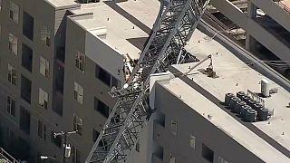 سقوط جرثقیل بر روی مجتمع مسکونی در دالاس؛ ۱ کشته و ۶ زخمی