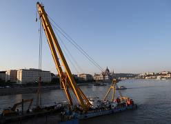 Tourist boat salvage in Budapest