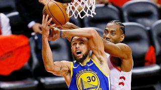 NBA: «Ζωντανοί» για τον τίτλο οι Γουόριορς στο Τορόντο