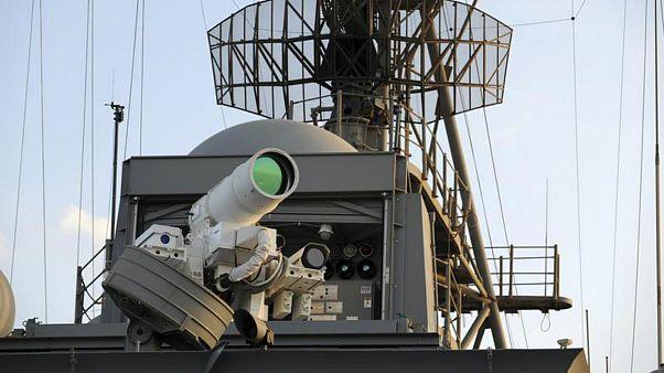 سپر لیزری؛ سیستم دفاعی جدید نیروی دریایی آمریکا برای مقابله با قایقهای مهاجم