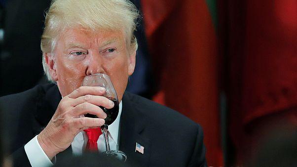 Ο Τραμπ θα φορολογήσει και το...γαλλικό κρασί;