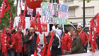 Une centaine de syndicalistes ont manifesté devant le ministère de la Santé à Paris.