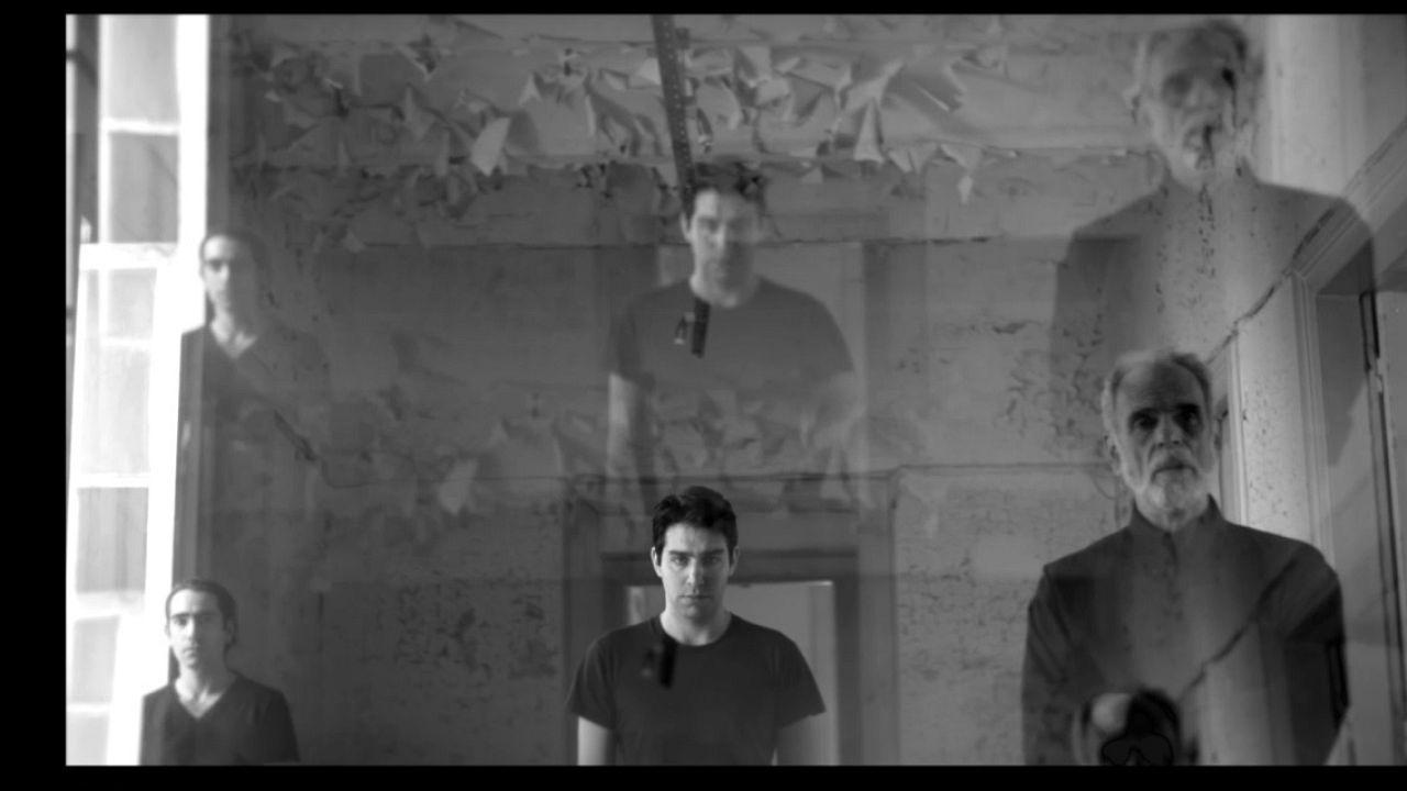 «Ρολόι από άμμο»: Ο κόσμος του Μπόρχες σε ένα θεατρικό κολάζ