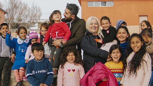 Ataması yapılmayan öğretmen on binlerce çocuğun yüzünü güldürdü