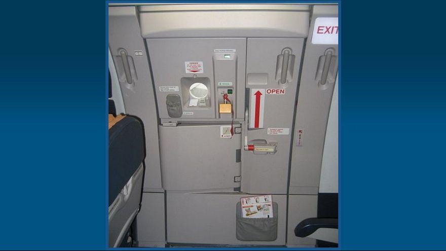 خروجی اضطراری هواپیما (عکس تزئینی)