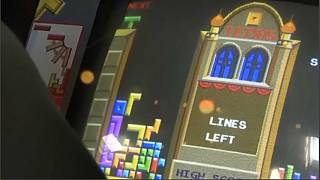 En 1984, le jeu sort d'abord dans les salles d'arcade et les casinos.