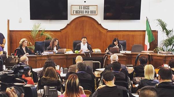 Juicio a Lucano, símbolo de acogida a refugiados