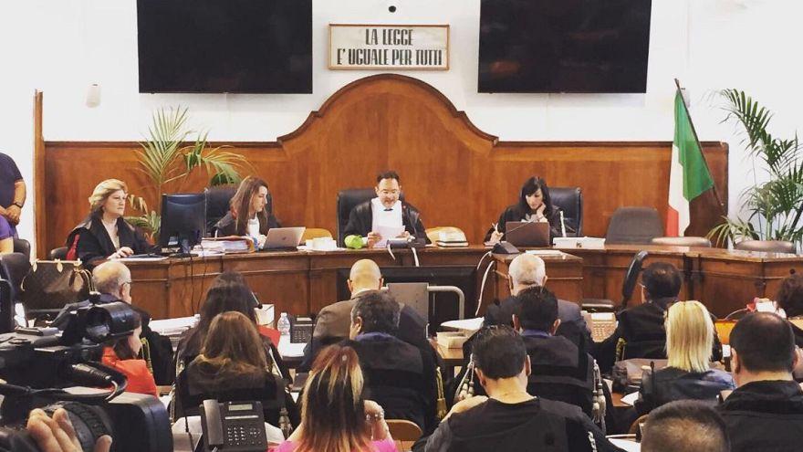 Weil er Flüchtlingen geholfen hat: Ex-Bürgermeister vor Gericht