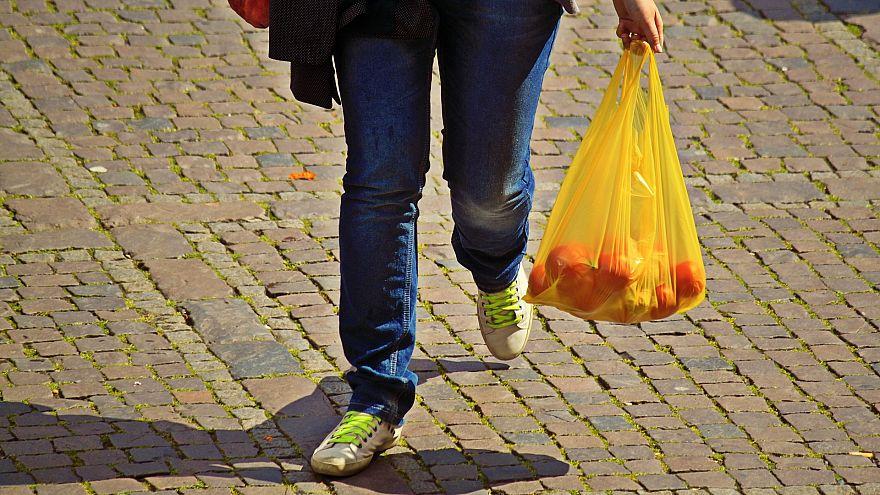Aldi verlangt künftig Geld für Obst-Plastiktüten