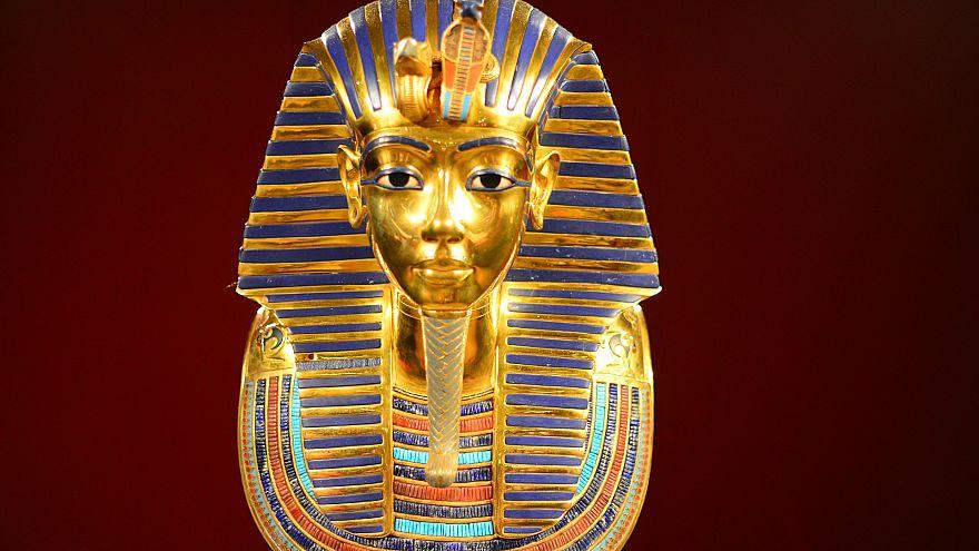 مصر تحاول إنقاذ ملكها الفرعوني التاريخي من البيع في معرض بلندن