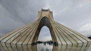 Koffer mit 600.000 Euro: Trainer soll Geld im Iran bar abholen