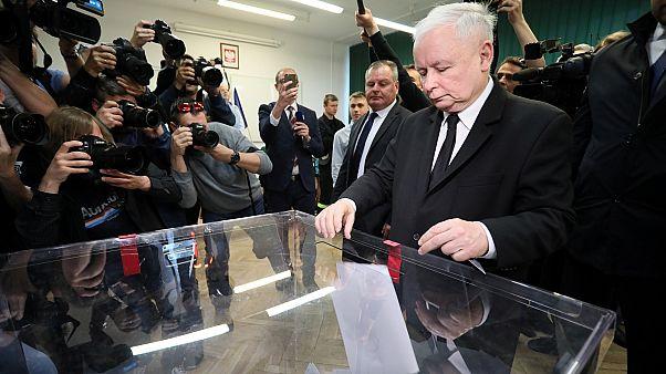 PiS leader Jarosław Kaczyński casts his vote in the European elections.