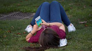 Araştırma: İspanya'da cep telefonlarının da etkisiyle pornografiye erişim yaşı 8'e düştü