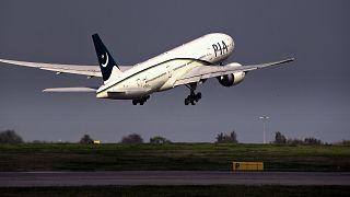 Yolcu tuvalet sandığı acil çıkış kapısını açtı, uçak 8 saat rötar yaptı
