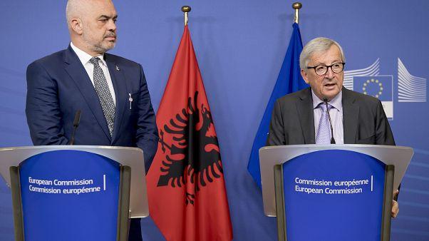 Προειδοποίηση Γιούνκερ για την κρίση στην Αλβανία