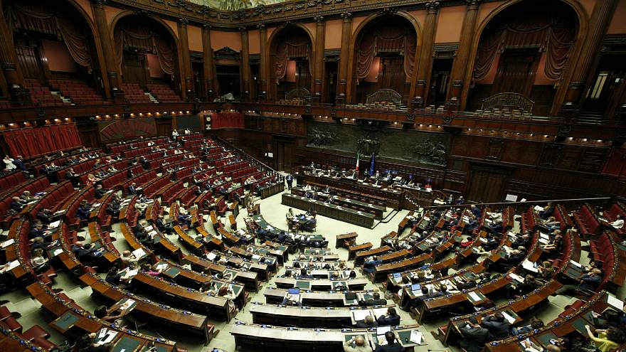 وزير الاقتصاد الإيطالي يتحدث في البرلمان عن تحرك الاتحاد الأوروبي ضد بلاده