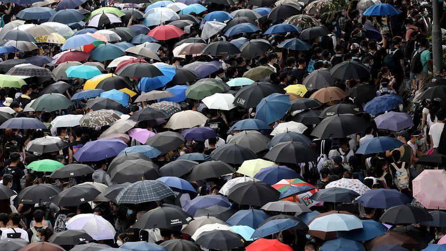 Protestos bloqueiam parlamento de Hong Kong