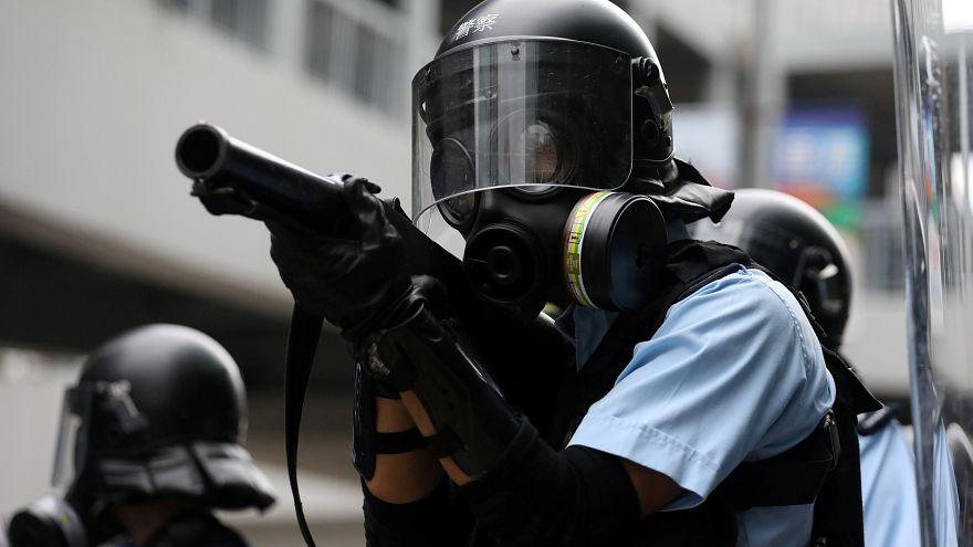 تجمع تظاهرکنندگان خشمگین مقابل مقر ساختمان شورای قانونگذاری هنگکنگ