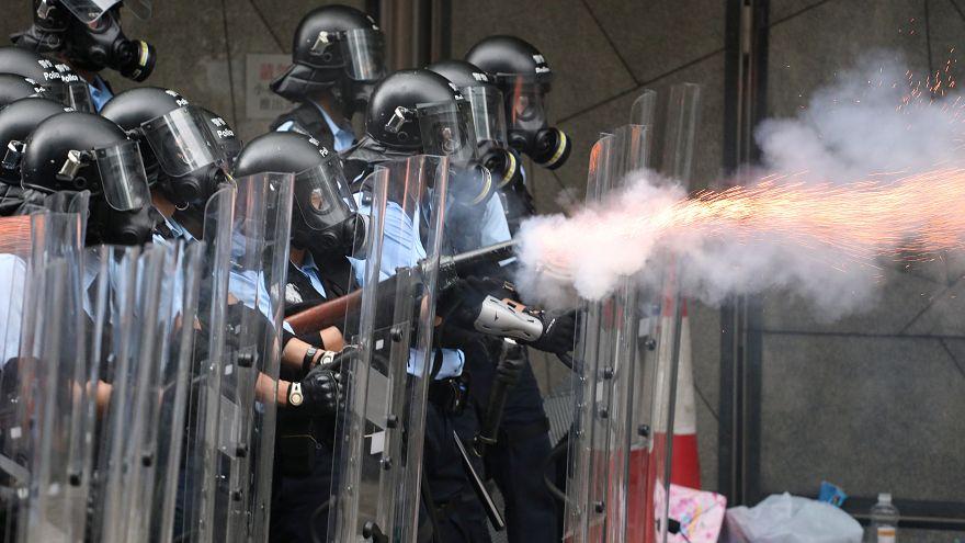 ویدیو؛ درگیری معترضان به لایحه جنجالی «استرداد» با ماموران پلیس در هنگکنگ