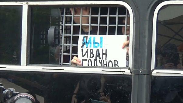 Сотни задержанных в День России