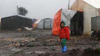 طفل نازح داخليا في مخيم للاجئين بالقنيطرة في الجنوب السوري
