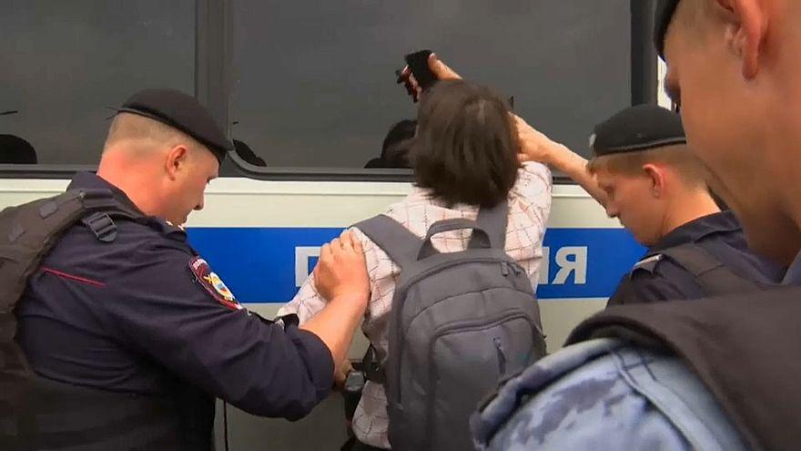 الشرطة الروسية تعتقل المئات في احتجاج قام به مناصرو صحفي كان معتقلا