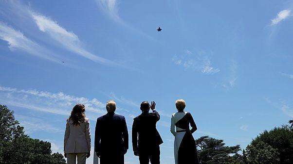Trump és Duda feleségeikkel csodálják az F-35-öst