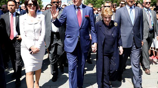 Rocksztárként ünnepelték Clintont Koszovóban