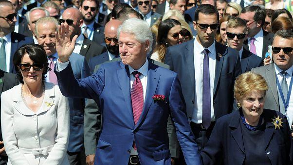 Kosova'da NATO operasyonunun 20'nci yıl dönümü törenlerine Bill Clinton da katıldı