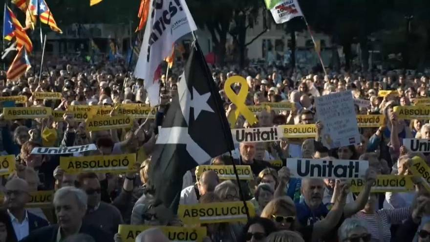 Miles de independentistas protestan por el juicio al 'procés'