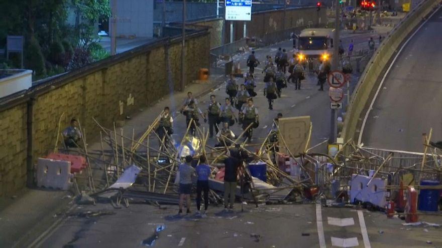 Nach Ausschreitungen: Lage in Hongkong bleibt angespannt