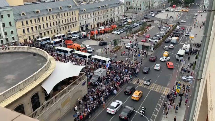 Detenidos en Moscú unos 500 manifestantes contra el acoso a la prensa
