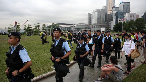 Hong Kong'da protestolar: Şehir merkezinde devlet daireleri önümüzdeki haftaya kadar kapalı