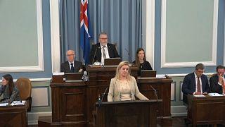 جلسة البرلمان الآيسلندي أثناء مناقشة مشروع قانون الضريبة على المنتجات النسائية
