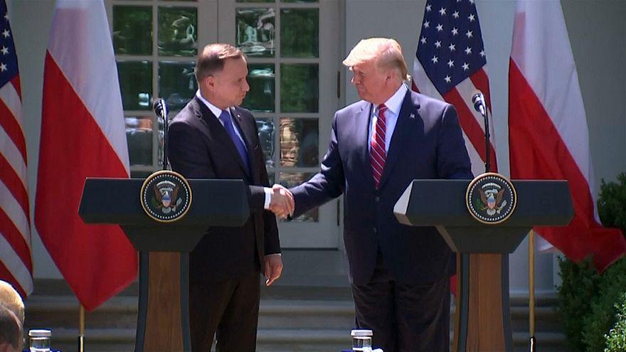 الرئيس الأمريكي دونالد ترامب ونظيره البولندي أندريه دودا