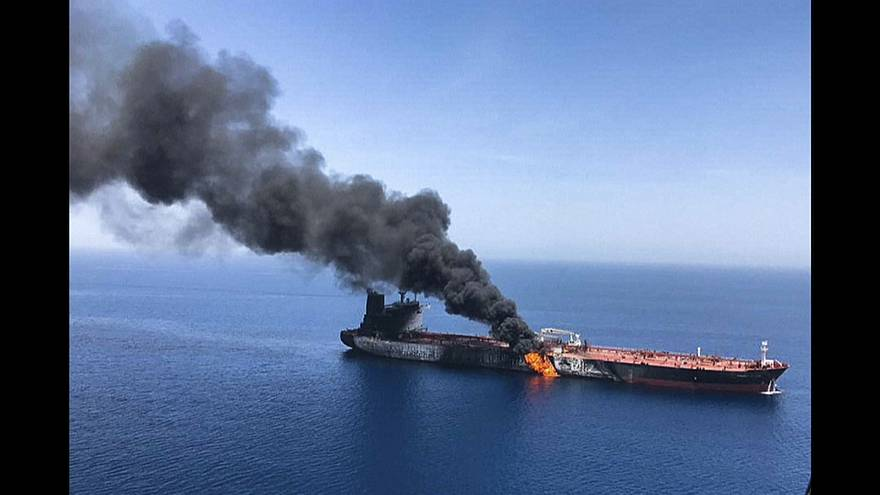 Imágenes de uno de los petroleros en llamas