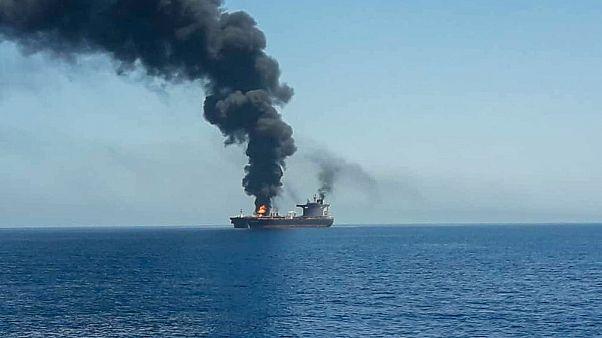 """Due petroliere in fiamme al largo dell'Oman, Giappone e Iran sospettano un """"attacco"""""""