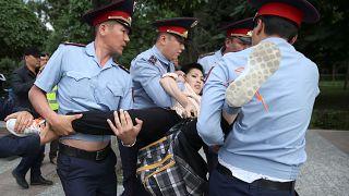 Kazakistan'da seçim sonrası protestolarda muhaliflere gözaltı