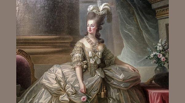 ماری آنتوانت، واپسین ملکه فرانسه و همسر لوئی شانزدهم است که پس از پیروزی انقلاب فرانسه در پاریس به همراه همسرش گردن زده شد