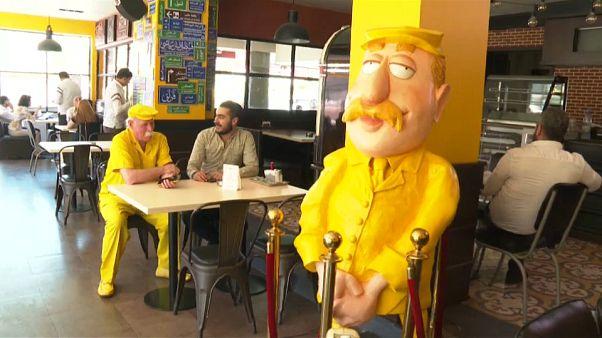 مرد زرد پوش، نماد شادی شهر جنگزده حلب
