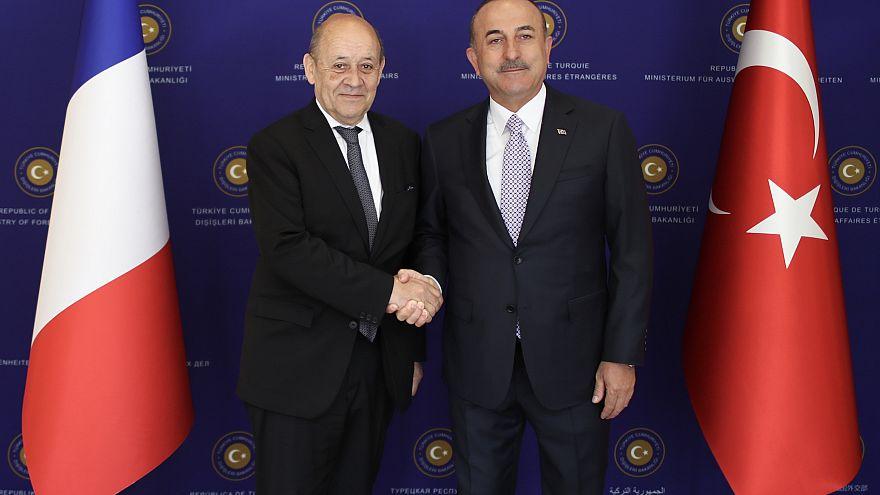 Dışişleri Bakanı Mevlüt Çavuşoğlu, resmi ziyaret amacıyla Türkiye'de bulunan Fransa Dışişleri Bakanı Jean-Yves Le Drian ile bir araya geldi.