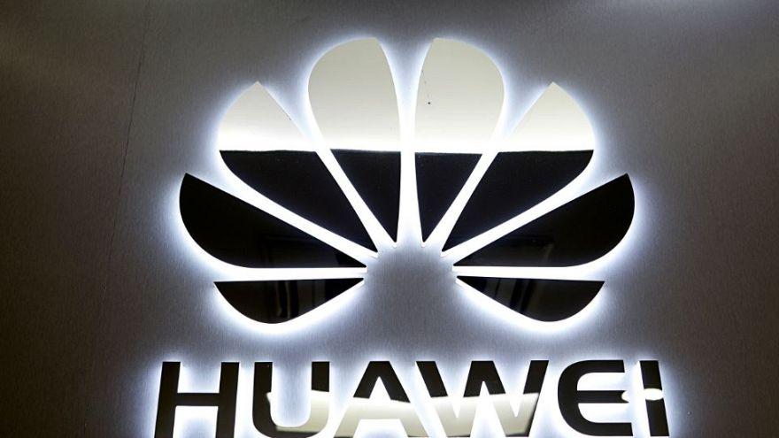 """هواوي تسجل علامة نظام تشغيل للهاتف المحمول """"هونغمنغ"""" لدى تسع دول على الأقل"""
