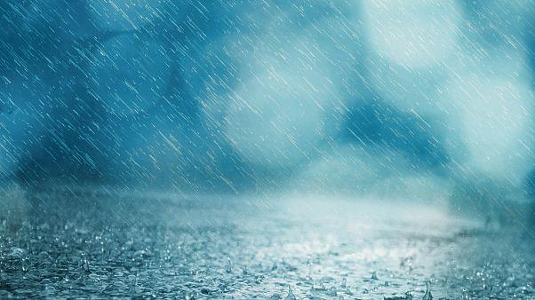 Nach starkem Regen: Wasser reißt deutsche Touristen im Auto mit